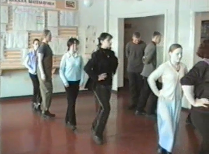 Репетиция вальса на Последний звонок 2001 год