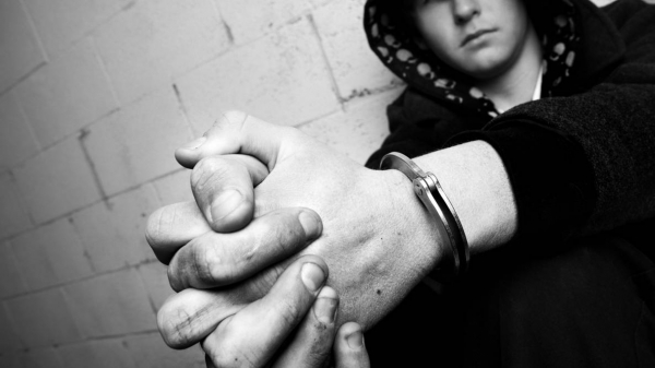 Почему подростки нарушают закон?
